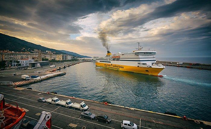 Una nave nel porto